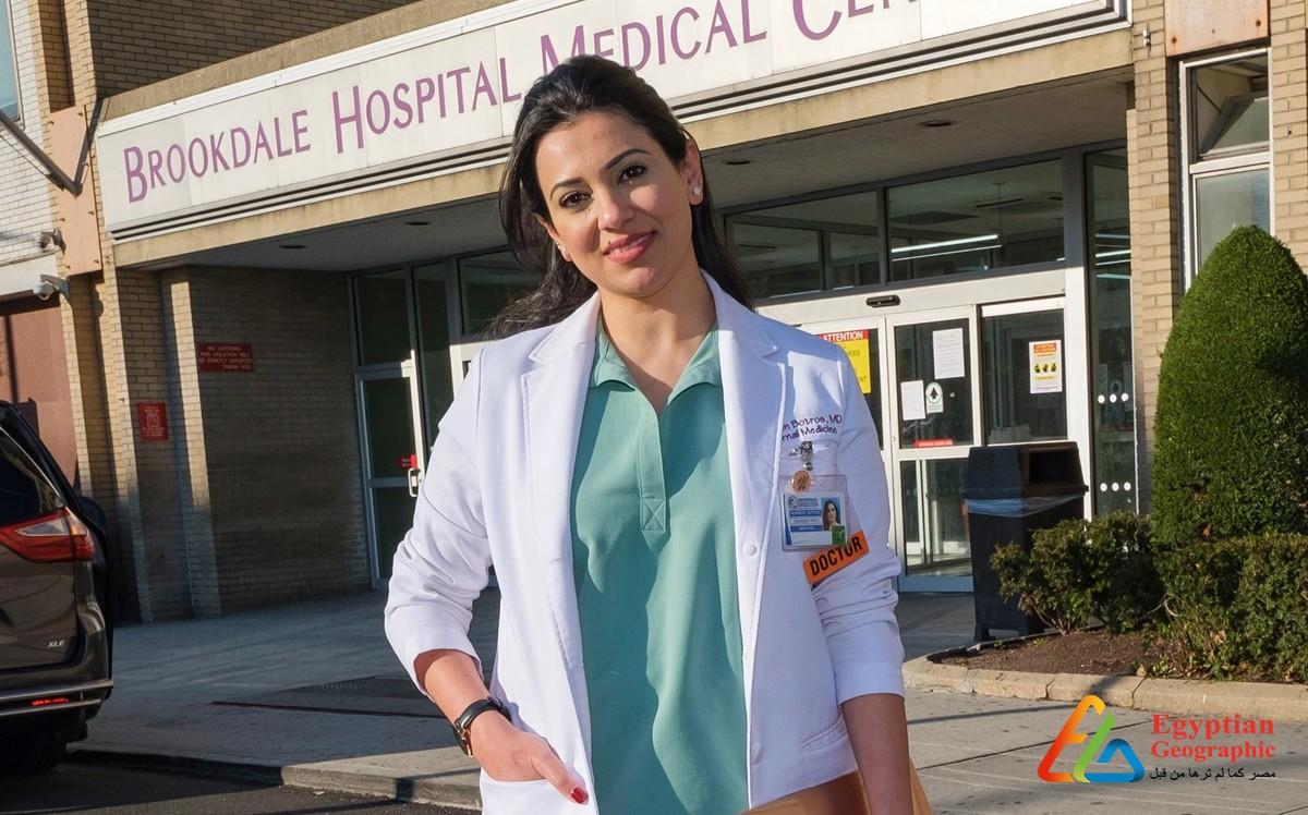 طبيبة مصرية تتحدي فيروس كورونا في بلاد العم سام