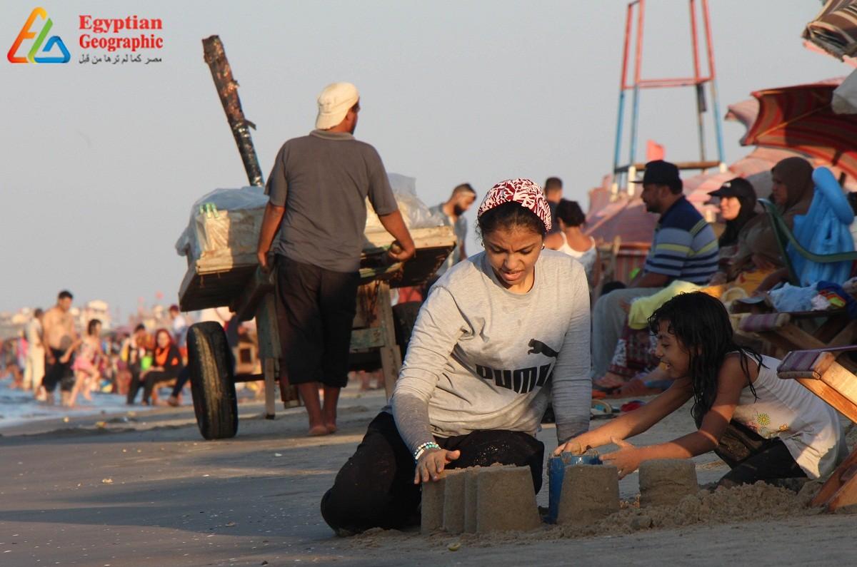 الرفاهية والشقاء علي شاطئ البحر