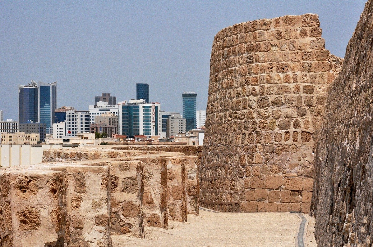 Bahrain fort'   Art Panel, tell the human history in five eras