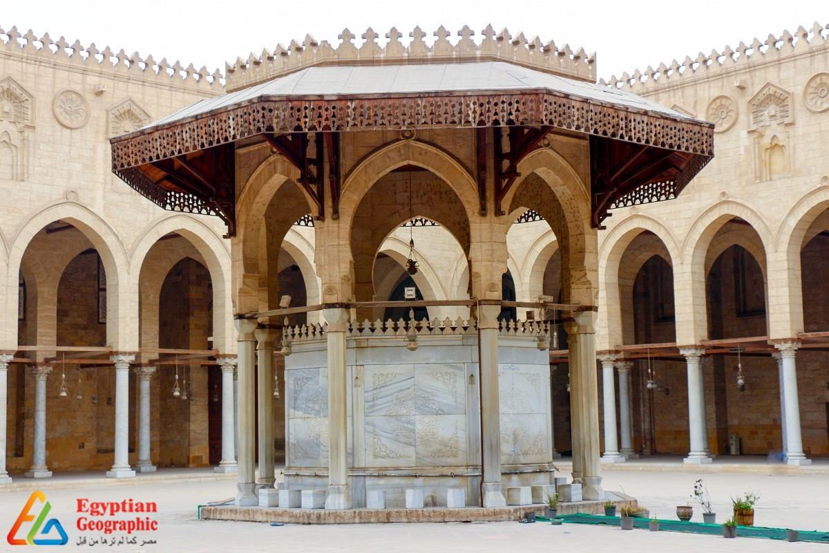 ساحة مسجد المؤيد شيخ