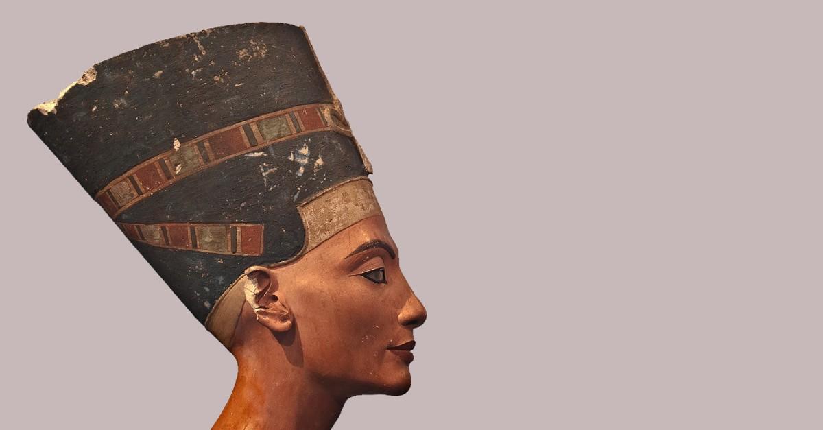 Cالملكة نفرتيتي: سيدة الأرضين التي أتت مصر